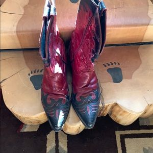 Red:black boots like worn by Brooks & Dunn